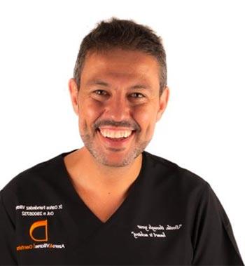 Dr Carlos Fernandez Villares Style Italiano Member Dentista Medico Dottore